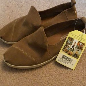 Toms toffee suede slip on